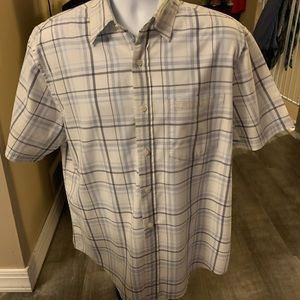 Men's shirt sleeve button down shirt